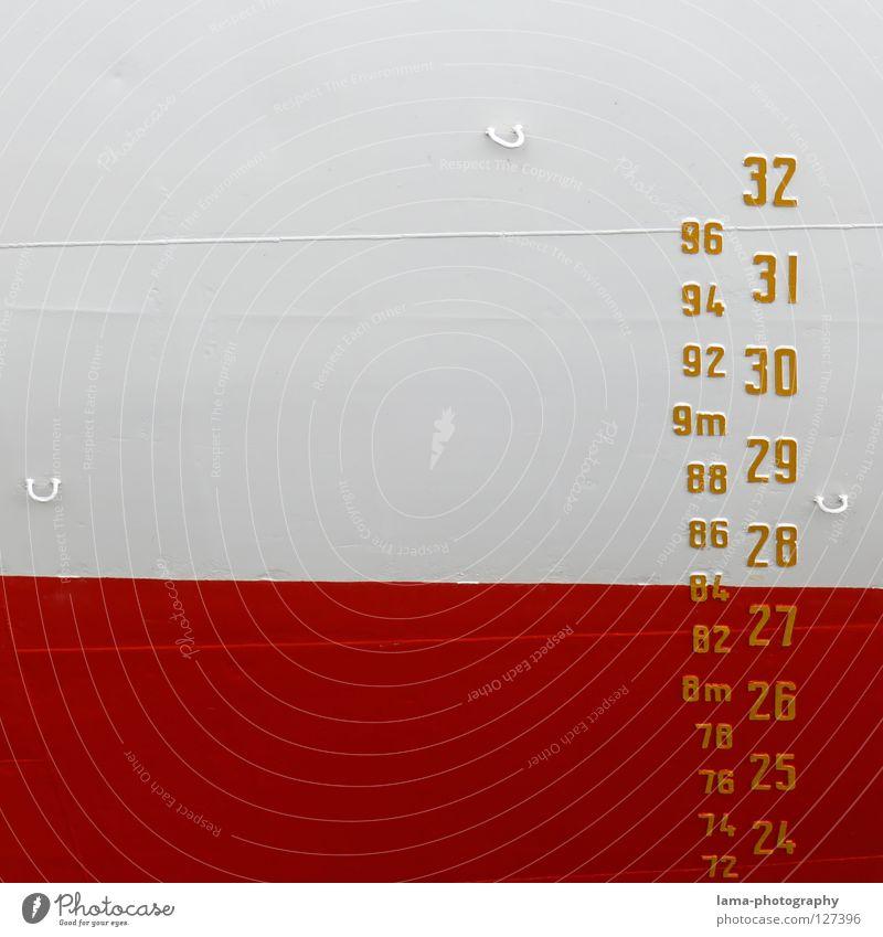 Das Maß der Dinge Meter Zollstock Ziffern & Zahlen Maßeinheit Tiefgang Wasserfahrzeug Schiffsbug rot weiß Öse Haken ankern Anker Schifffahrt Cap San Diego tief