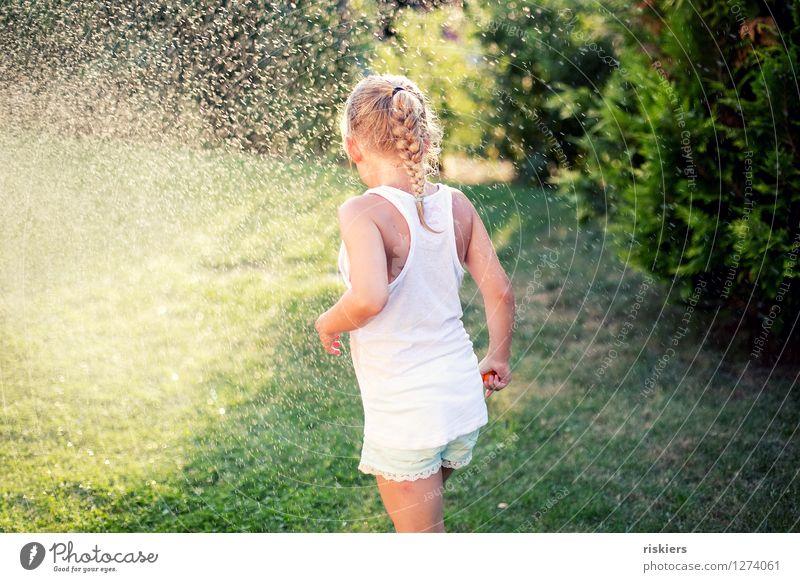 so muss sommer !!! Mensch feminin Kind Mädchen Kindheit 1 3-8 Jahre Umwelt Natur Wasser Wassertropfen Sommer Schönes Wetter Garten Spielen frei Freundlichkeit
