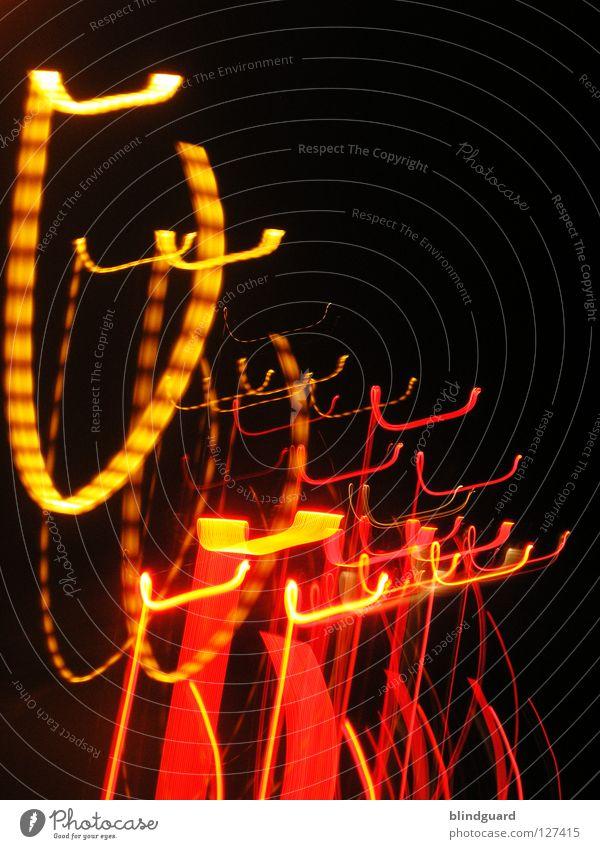 Kannste Haken rot gelb Licht Rücklicht Verkehr weiß grau diffus dunkel Nacht abstrakt Bewegung Geschwindigkeit Langeweile Langzeitbelichtung Farbe red Linie