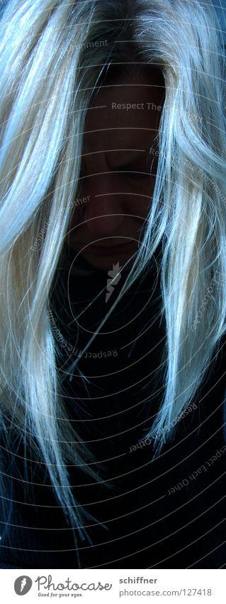 Bad Hair Day Frau Mensch Farbe feminin Haare & Frisuren Traurigkeit blond Mund Nase schlafen Trauer Müdigkeit Verzweiflung Liebeskummer weinen Behaarung