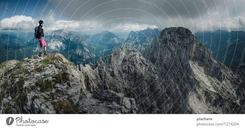 Xeis schaun Mensch Natur Jugendliche Junge Frau Erholung Landschaft dunkel Berge u. Gebirge Freiheit Freizeit & Hobby Tourismus wandern Ausflug Lebensfreude
