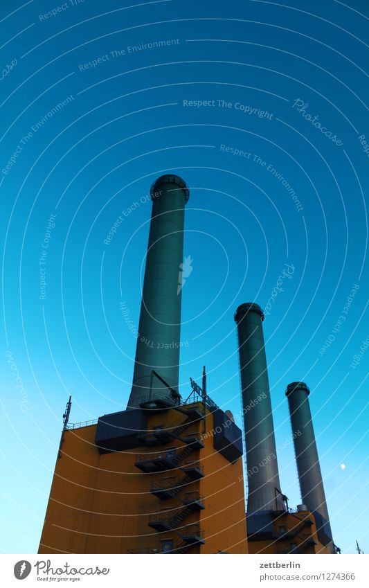 Kraftwerk Himmel Sommer Energiewirtschaft Textfreiraum Industrie Industriefotografie Fabrik Wolkenloser Himmel Wirtschaft Arbeitsplatz Schornstein brennen