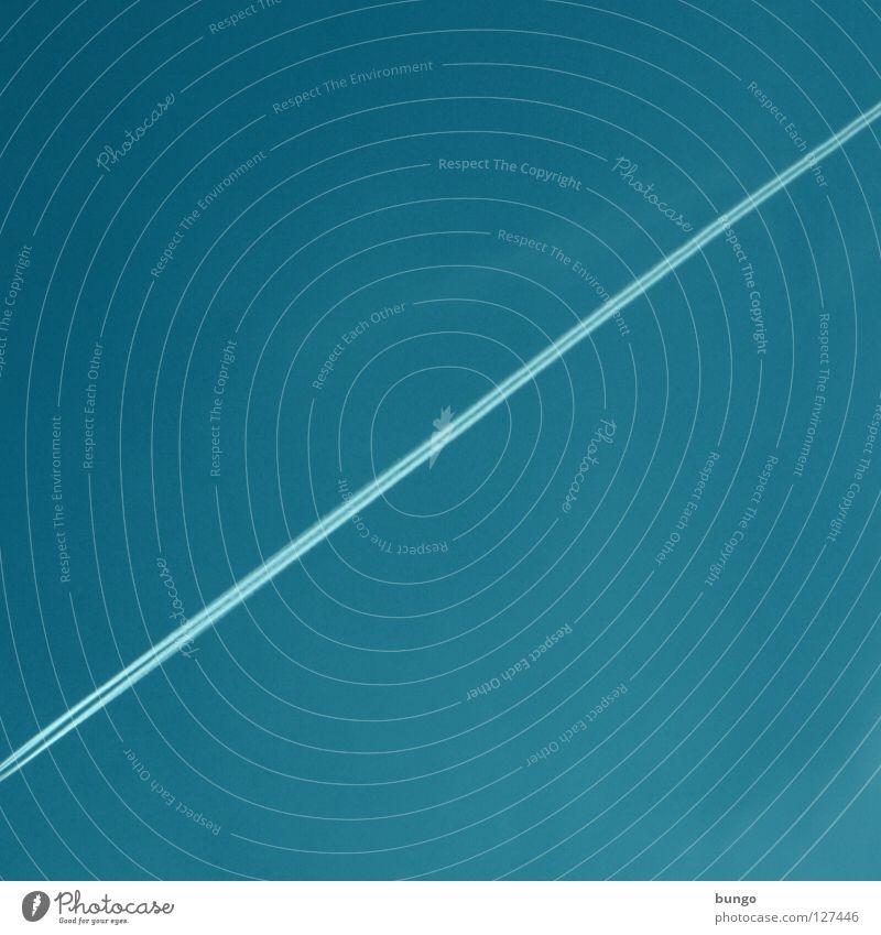 linea per calculum Wolken Flugzeug kondensieren Kondensstreifen Streifen Linie Wasserdampf zyan diagonal Luft Bungo Himmel Luftverkehr blau