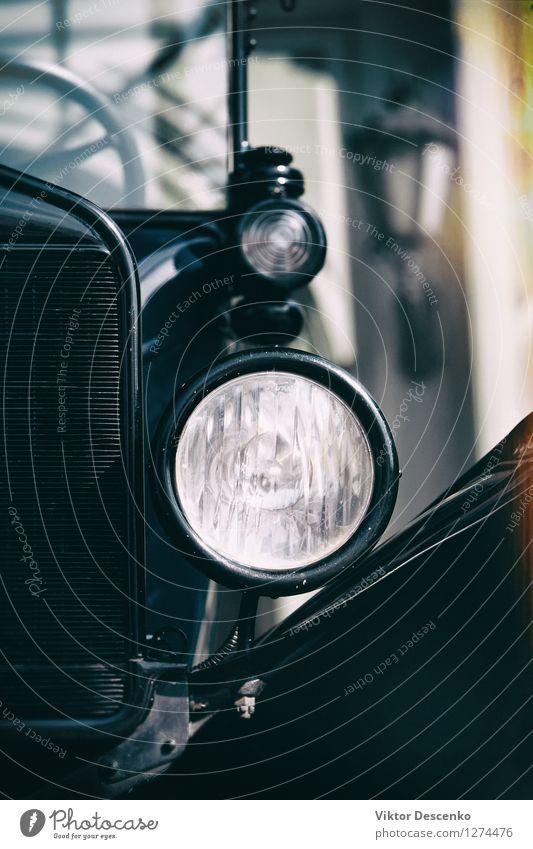 Das stilisierte Bild eines Oldtimers mit einem großen Scheinwerfer Reichtum Stil Design Lampe Motor Kunst Verkehr Fahrzeug PKW Metall alt historisch retro rot