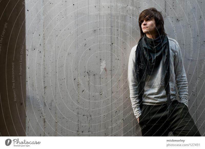 twin #3 Halstuch Model Hosentasche Haare & Frisuren Wand grau ernst seriös unpersönlich Kultur Mann Blick Friseur steeltown Falte Pullover Betonmauer anlehnen