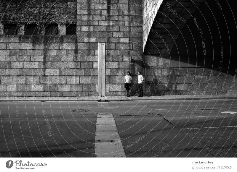twins Zwilling Halstuch Hosentasche Ferne Haare & Frisuren Wand grau ernst seriös unpersönlich Kultur Stadt 2 Mann Blick Friseur steeltown Falte Straße Pullover