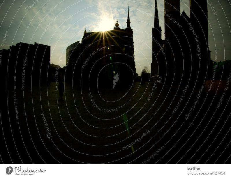 HALLE BERRY Kirchturm Stadt Gegenlicht historisch Kunst Wahrzeichen Silhouette Neustadt Gotteshäuser Verkehrswege Turm Religion & Glaube Spitze Himmel