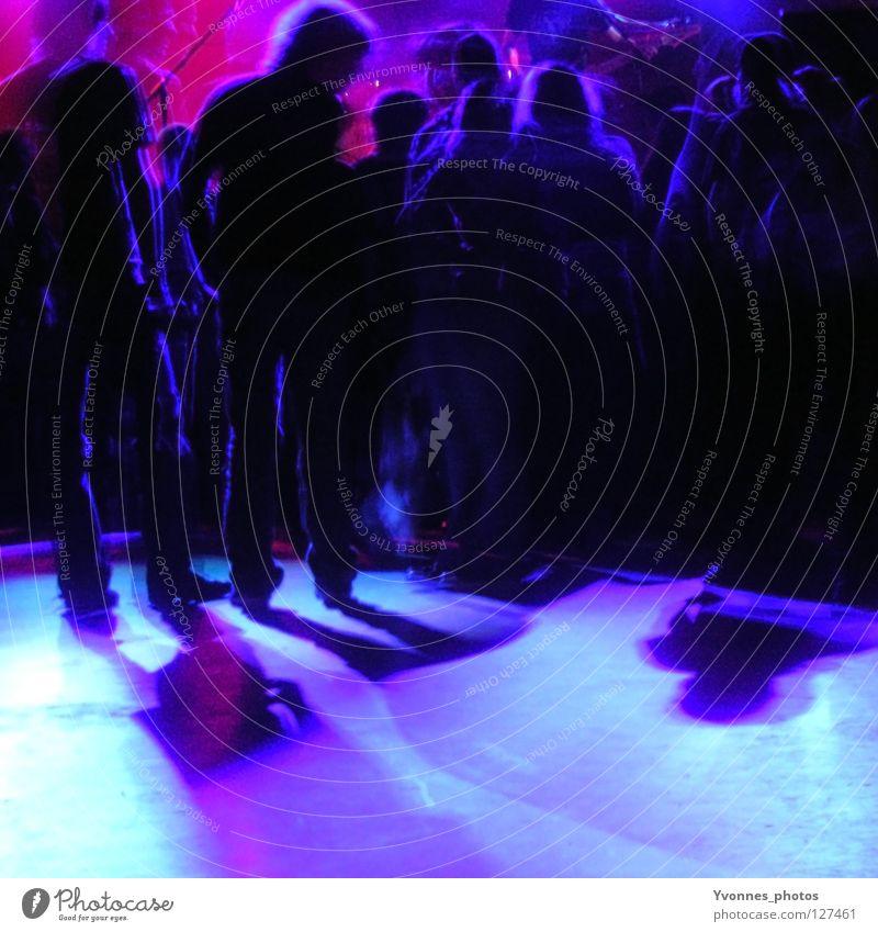 In concert Farbfoto mehrfarbig Innenaufnahme Textfreiraum unten Nacht Kunstlicht Licht Schatten Silhouette Unschärfe Freude Nachtleben Entertainment Party