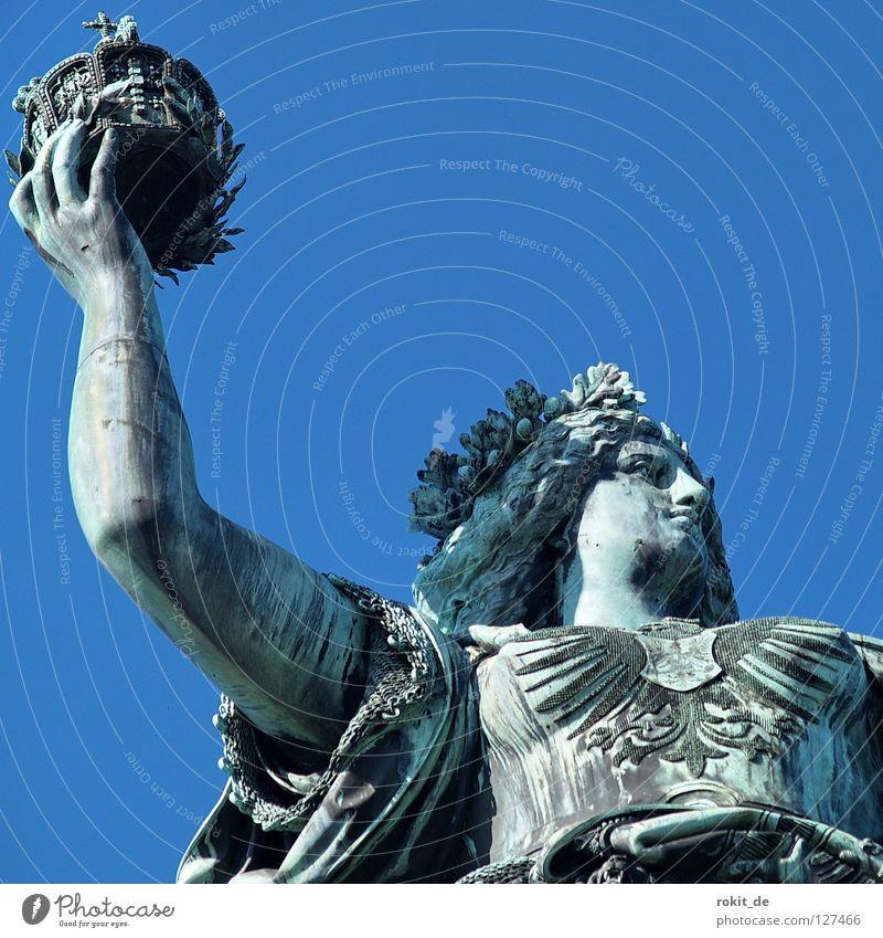 Hoch halten dick Wachsamkeit Rüdesheim Germania Rheingau Statue Krieg Blasmusik laut Blech Bronze Büste Skulptur Denkmal Trophäe Frieden Denkmalschutz Erfolg