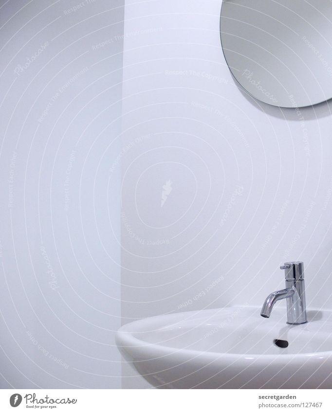 iLook Bad Spiegel Lampe sehr wenige Haus Wand Raum weiß ruhig Erholung nass Sauberkeit Wohnung Möbel puristisch rein erleuchten rund eckig Ecke Reinigen