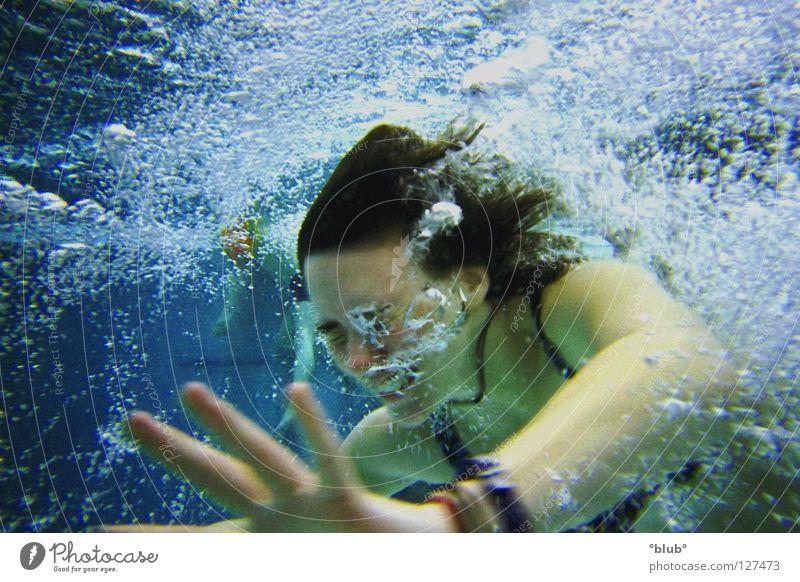 blubber Schwimmbad Luftblase Wassersport Freude lustig lachen Unterwasseraufnahme Schwimmen & Baden Schwimmsport