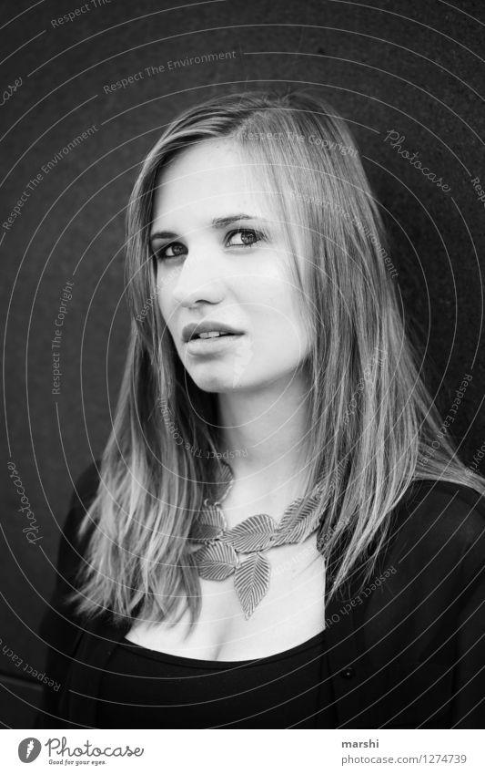 intensiv Mensch Jugendliche schön Junge Frau Erotik 18-30 Jahre Gesicht Erwachsene Gefühle feminin Stil Haare & Frisuren Lifestyle Mode Stimmung elegant
