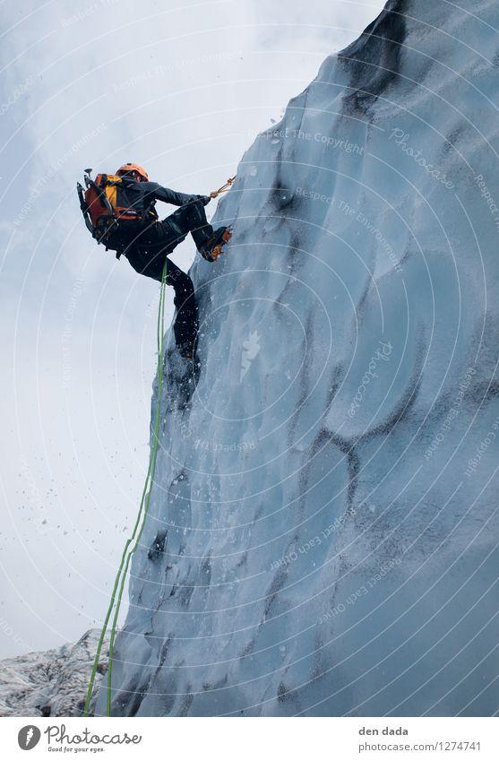 Eisklettern am Gletscher Vatnajökull Iceland Mensch Jugendliche blau Junger Mann Winter Erwachsene Schnee Sport orange Kraft Insel Abenteuer Urelemente sportlich entdecken Konzentration
