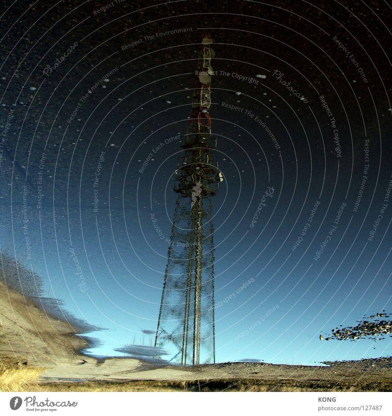zu den sternen Wasser Küste Stern groß hoch Industrie Technik & Technologie Turm Spiegel Rost Pfütze Antenne Funken Telefonmast industriell Signal