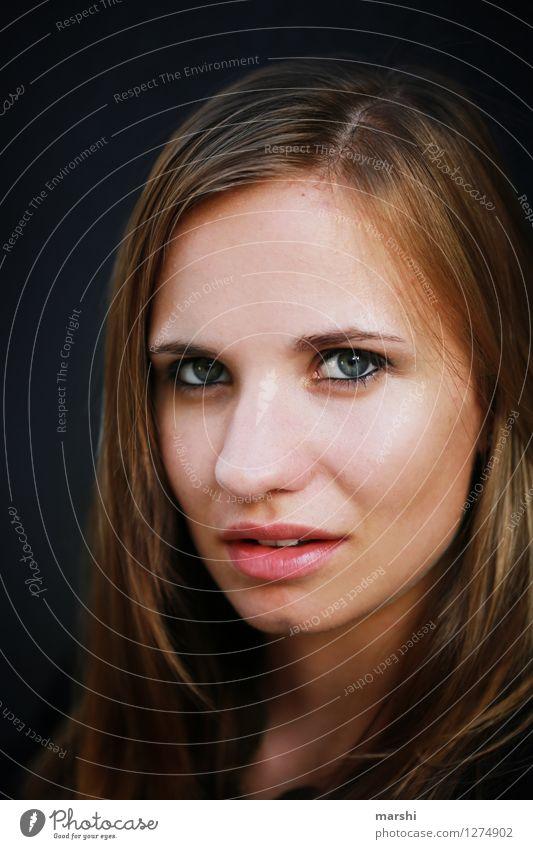 dein Blick elegant Stil Mensch feminin Junge Frau Jugendliche Erwachsene Gesicht 1 18-30 Jahre Mode Haare & Frisuren brünett blond langhaarig Gefühle Stimmung