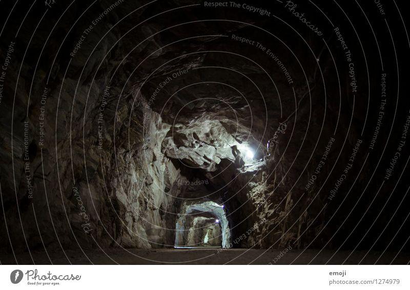Tunnel Felsen Schlucht Stein Tunnelbeleuchtung Tunneleffekt außergewöhnlich dunkel Farbfoto Gedeckte Farben Außenaufnahme Menschenleer Nacht Kunstlicht Low Key