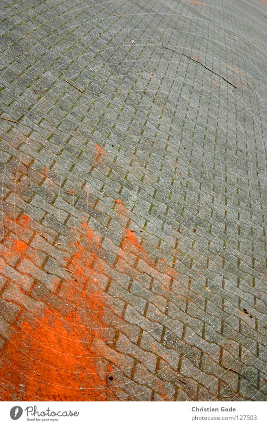 Spuren rot Straße grau Stein Deutschland verrückt Verkehrswege Kopfsteinpflaster Parkplatz parken Schwanz Tennis Pflastersteine Brandasche Mineralien