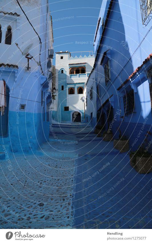 Blau durch die Strasse Künstler Maler Museum Kunstwerk Architektur Himmel Sonne Chechaouen Marokko Afrika Kleinstadt Stadtzentrum Haus Romantik blau Straße