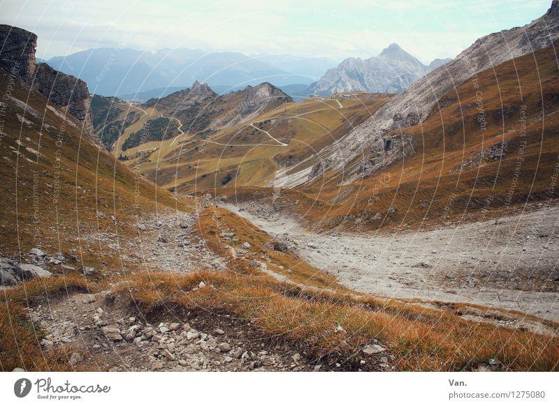 durchatmen Ferien & Urlaub & Reisen Berge u. Gebirge wandern Natur Landschaft Himmel Wolken Herbst Wetter Felsen Alpen Gipfel trüb Kies Wege & Pfade Farbfoto