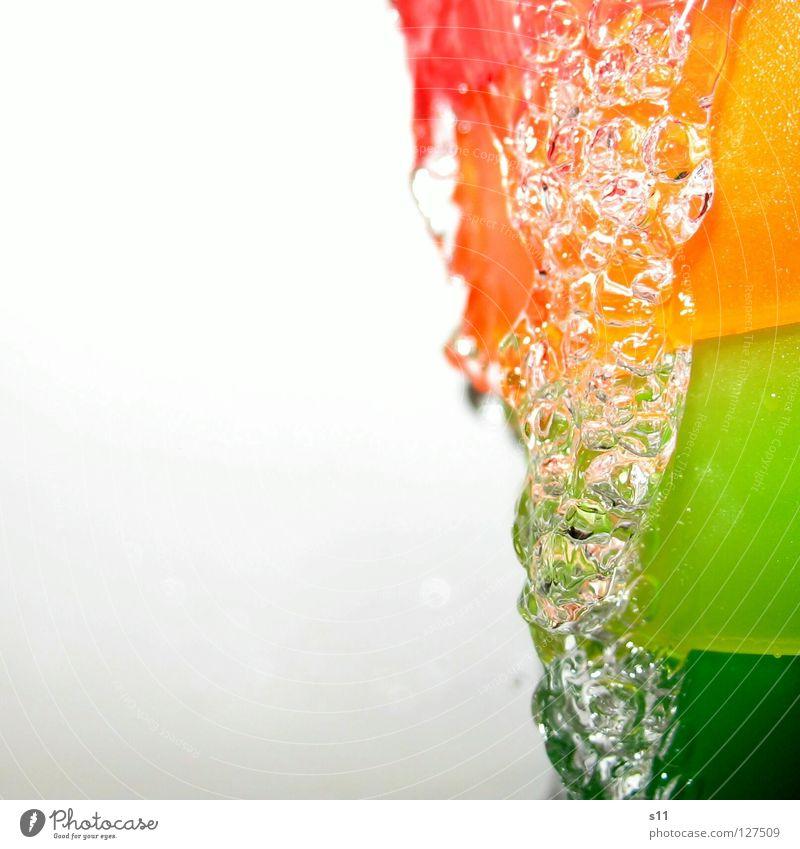 RainbowWater II Freude Bad Wasser Wassertropfen Tropfen Reinigen kalt nass Durst Farbe rein Wasserstrahl tropfend Erfrischung Regenbogen fließen Lebensnotwendig
