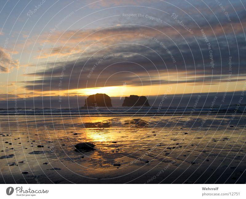 Two Rocks 2 Sonnenuntergang Amerika Oregon Meer Strand Wolken USA Wasserspiegelung Dämmerung Menschenleer Pazifik Pazifikstrand Westküste Wolkenhimmel