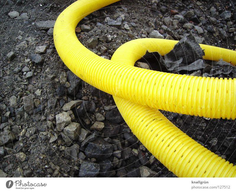 Looping gelb grau Stein Industrie Statue Kunststoff Verkehrswege Furche Kies durcheinander Schlauch gekrümmt Achterbahn