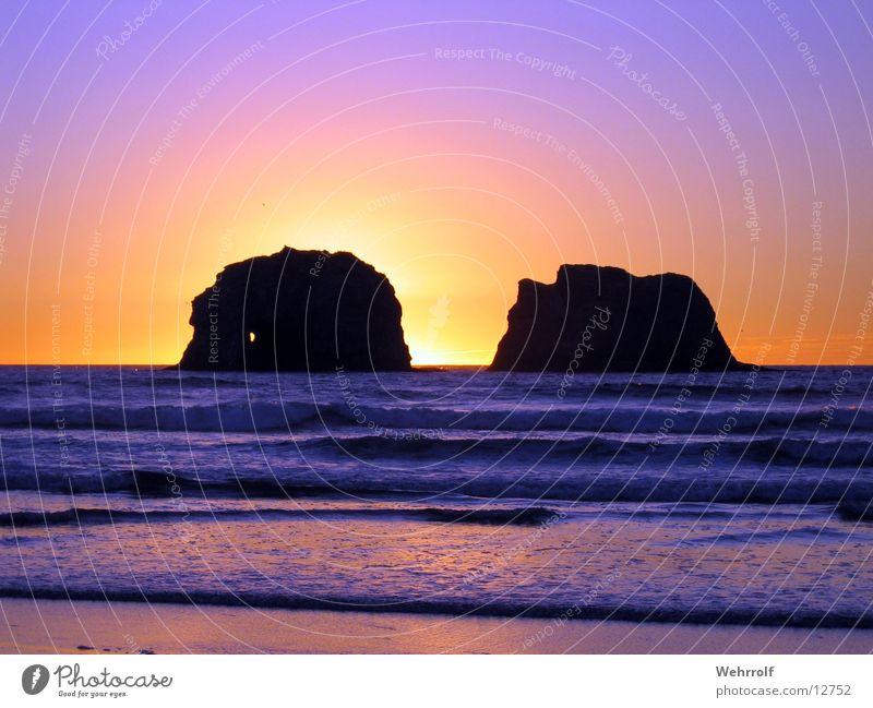 Two Rocks Sonnenuntergang Meer Oregon Küste Wellen Strand USA Schatten Pazifik Pazifikstrand Westküste Silhouette Gegenlicht Gesteinsformationen Wellengang
