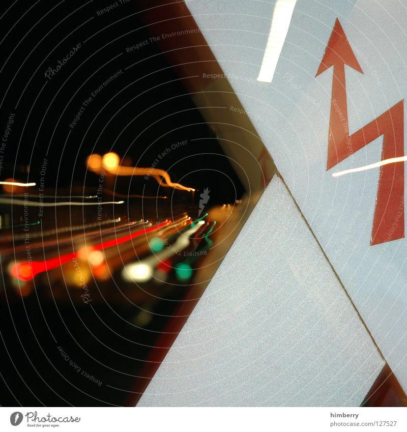 power up Straße Lampe Kraft Schilder & Markierungen Energiewirtschaft Eisenbahn Elektrizität gefährlich bedrohlich Gleise Stadtleben Blitze Verkehrswege Leitung