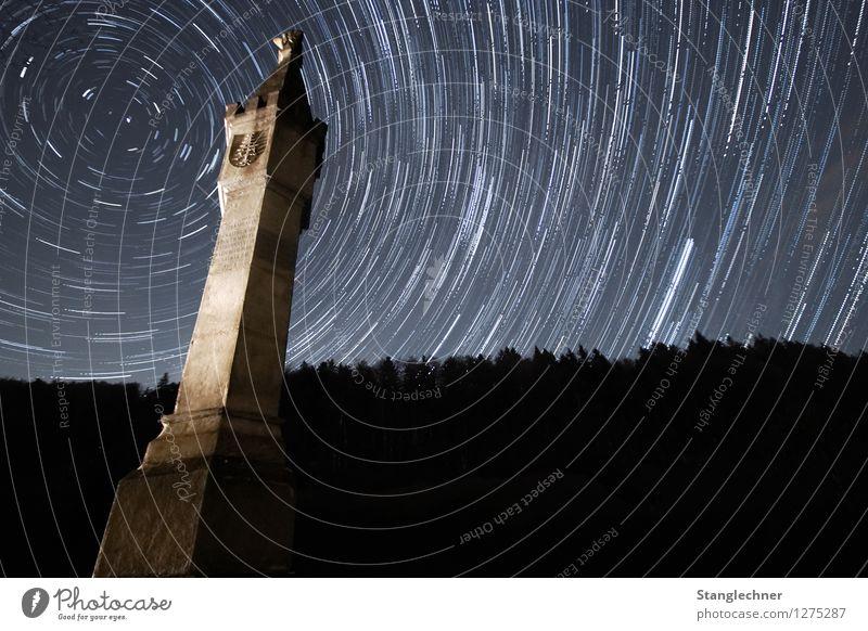 Startrail Himmel Natur weiß Baum kalt Architektur Gefühle außergewöhnlich authentisch Stern Abenteuer Bauwerk Denkmal Wahrzeichen Sehenswürdigkeit Krieg