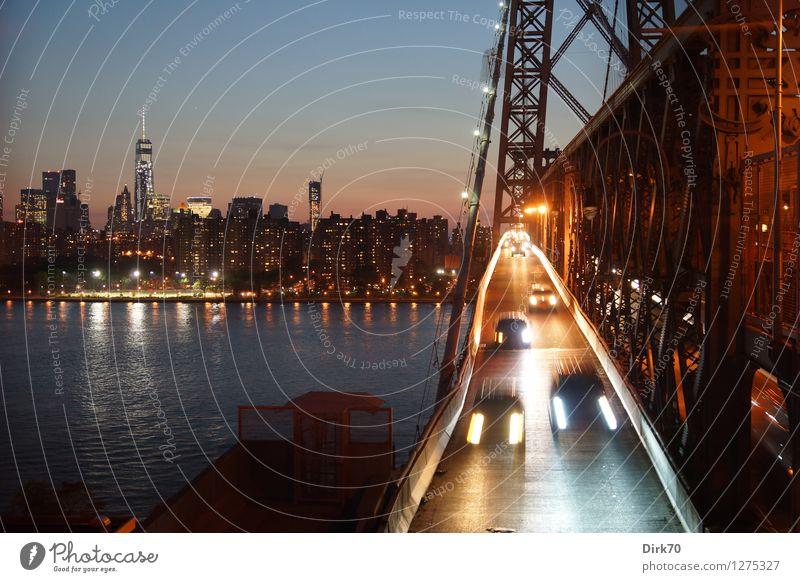 City that never sleeps Städtereise Nachtleben Sommer Fluss East River New York City Manhattan Brooklyn Stadtzentrum Skyline Hochhaus Brücke Fenster