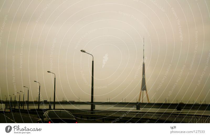 passing Riga schön Wolken Winter Haus kalt Freiheit Architektur Gebäude Beleuchtung Arbeit & Erwerbstätigkeit dreckig Armut Europa Brücke Asien Laterne