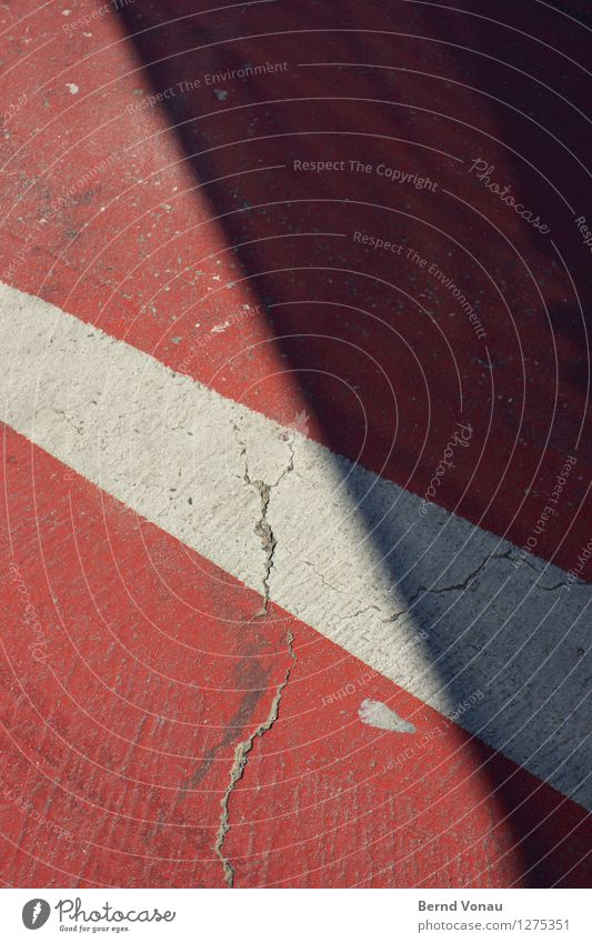 marke weiß rot Straße grau Verkehr Schilder & Markierungen Boden Neigung Grenze Verkehrswege Riss Straßenkreuzung Fußgänger