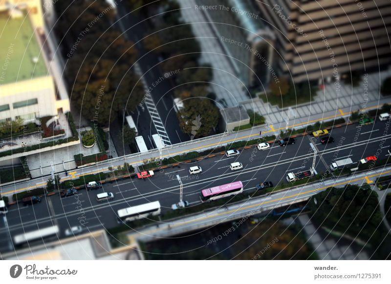 Miniaturansicht: Autostraße von oben – Tokyo, Japan Stadt Sonne Baum Haus Ferne Straße Bewegung Gebäude PKW Verkehr Perspektive Schönes Wetter Brücke