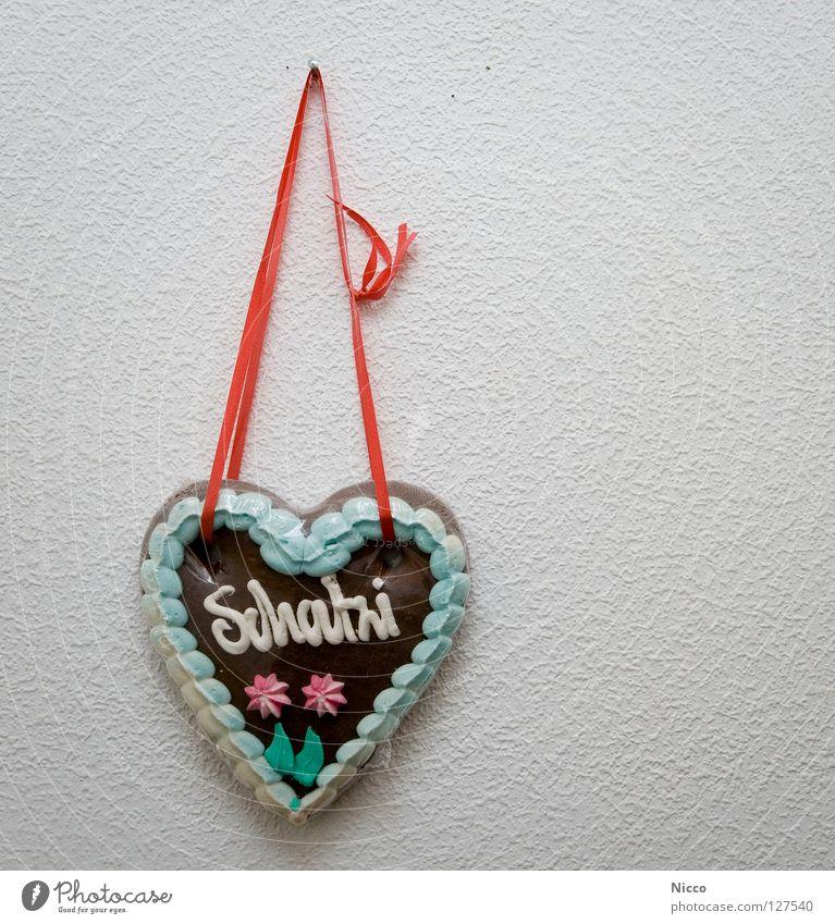 Schatzi braun rot Paar Partnerschaft Geschenk Jahrmarkt Schießbude Süßwaren Lebkuchen lecker essbar hart süß Zucker Zuckerguß mehrfarbig Farbstoff ungesund