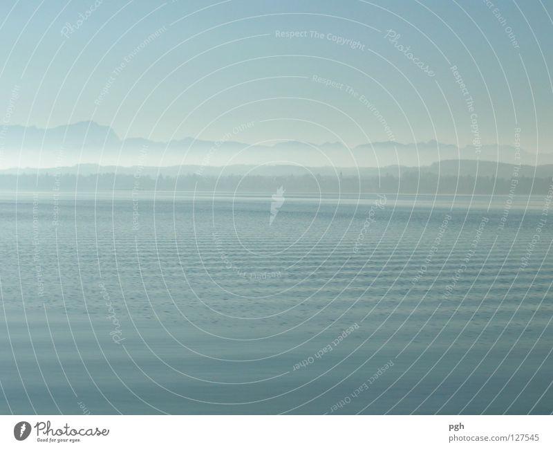 Grenzenlos Wasser Himmel blau ruhig Einsamkeit Berge u. Gebirge Stimmung Wellen Nebel Starnberger See