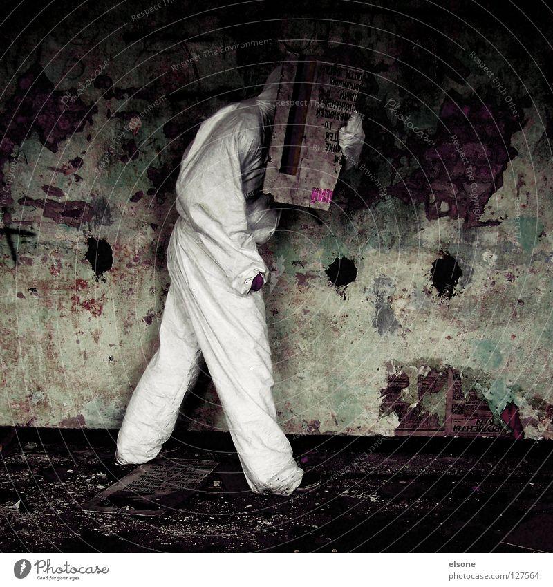 ::ANONYM:: Mensch Mann alt Einsamkeit Mauer Angst dreckig maskulin Schilder & Markierungen verfallen Typ Panik anonym