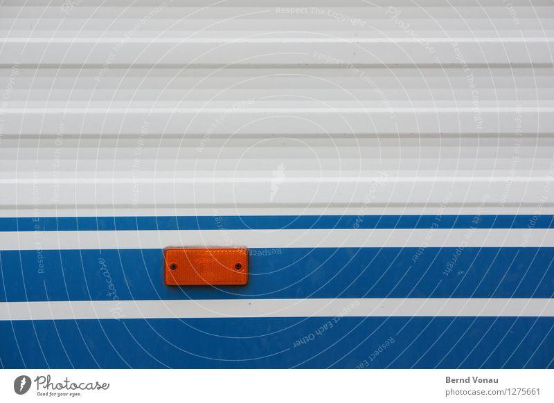 reflex Verkehr Verkehrsmittel Autofahren Wohnmobil Wohnwagen Anhänger alt hell blau orange weiß ruhig sparsam Ferien & Urlaub & Reisen Reflektor Blech Linie