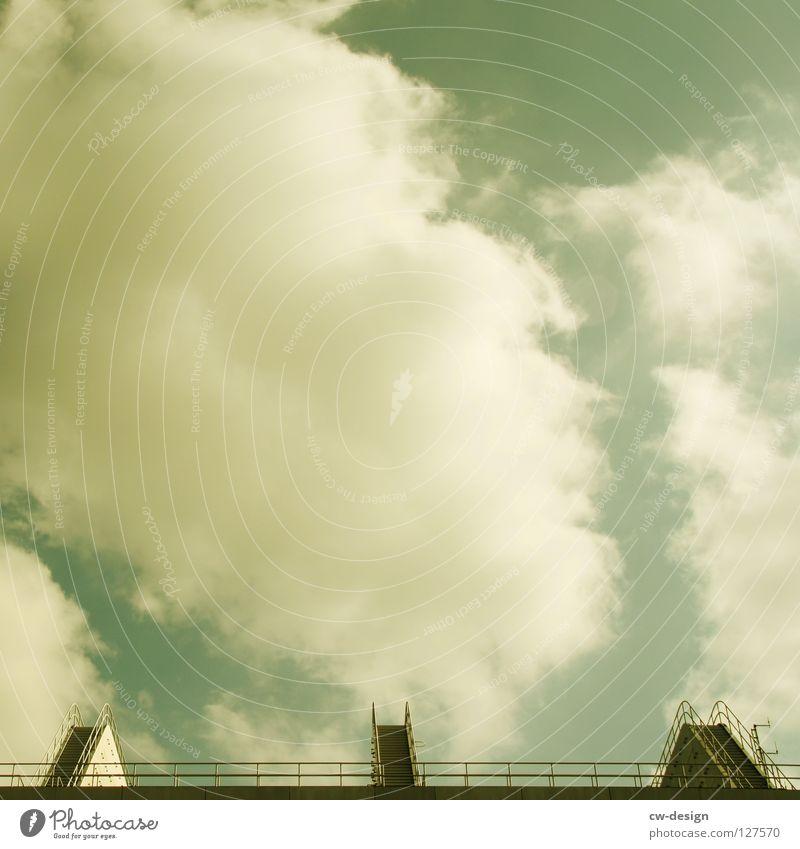 ICC I Himmel Wolken Berlin klein Arbeit & Erwerbstätigkeit Raum Fassade Beton Platz Treppe Design modern Sicherheit Baustelle Dach