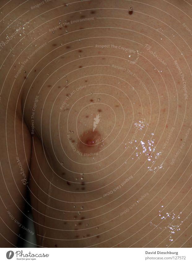 Raindrops falling... Mann Achsel Brustwarze Rippen Brustkorb Oberkörper kopflos Reflexion & Spiegelung nackt Physik kalt Jugendliche Muskulatur Arme Wassser