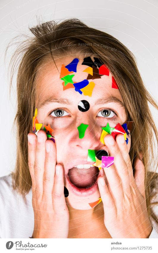 Gepunktet XXI Mensch feminin Junge Frau Jugendliche Erwachsene 1 18-30 Jahre T-Shirt brünett langhaarig Scheitel berühren Spielen streichen träumen ästhetisch