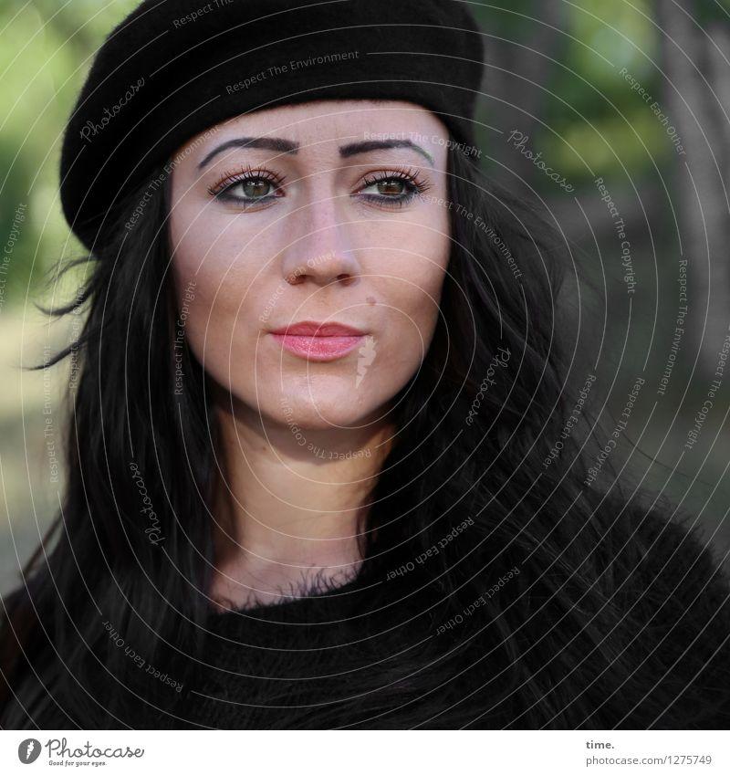 Nastya Mensch Frau schön Wald Erwachsene feminin Denken Zeit elegant ästhetisch warten beobachten Coolness Wandel & Veränderung Gelassenheit Mütze