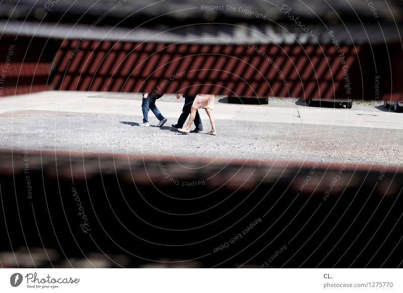versteckt Mensch Erwachsene Leben Wege & Pfade Beine gehen Verkehr beobachten Verkehrswege Fußgänger