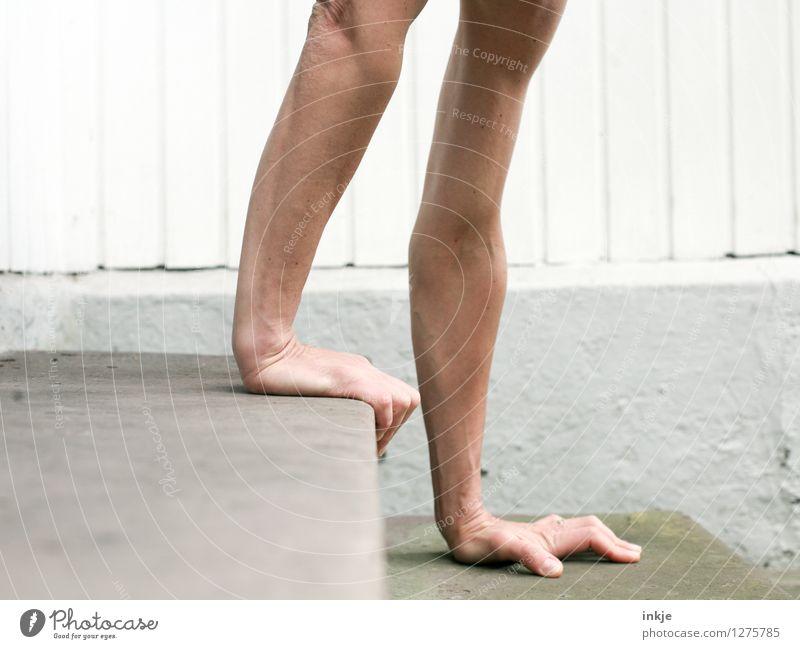 Runter kommt man immer Lifestyle Freude sportlich Fitness Freizeit & Hobby Sport Sport-Training Handstand Auf Händen laufen Erwachsene Leben Arme Frauenarm 1