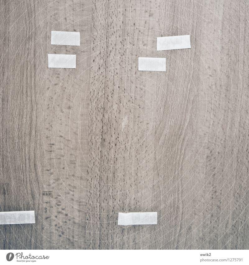 Artzpraxis Tür Holz einfach Klebestreifen Klebeband Maserung Farbfoto Gedeckte Farben Innenaufnahme Detailaufnahme abstrakt Muster Strukturen & Formen
