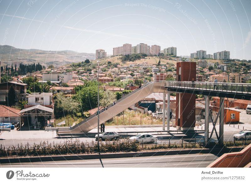 Izmir Stadt Sommer Landschaft Haus Berge u. Gebirge Straße Architektur Gebäude Treppe PKW Verkehr Hochhaus Brücke Schönes Wetter Gipfel Hügel