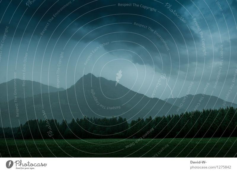 Blitz in der Ferne Himmel Natur Landschaft Wolken Ferne dunkel Berge u. Gebirge Umwelt Herbst grau Regen Wetter Angst Luft Nebel Wind