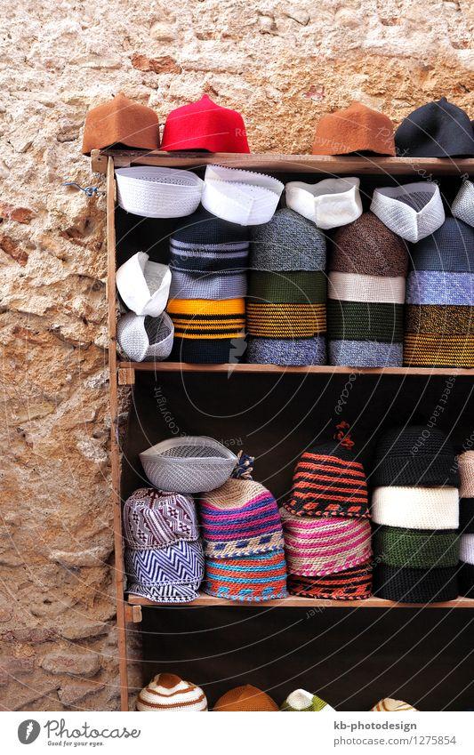 Small hat shop in the Medina of Fes, Morocco Ferien & Urlaub & Reisen Tourismus Sommerurlaub Musik Hut Mütze Kopftuch Tradition colorful Sale high altas