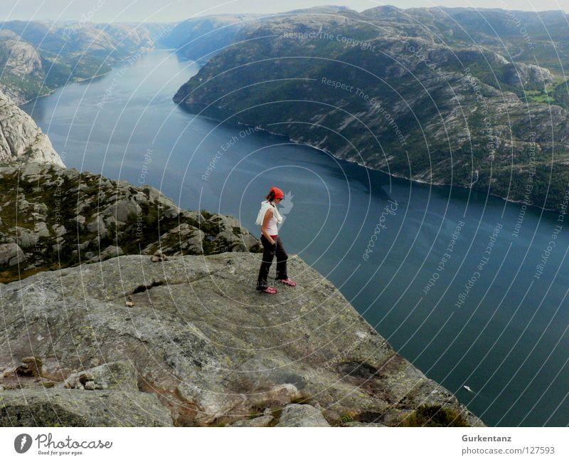 Lisefjord Frau Mensch Natur Wasser schön Berge u. Gebirge Landschaft hoch Ecke Fluss Niveau Aussicht Am Rand Norwegen Klippe Fjord