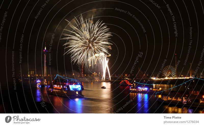 Feuerwerk Rheinkirmes 06 Stadt Wasser Feste & Feiern Brücke Turm Jahrmarkt Nachtleben Hafenstadt Düsseldorf Fähre Passagierschiff