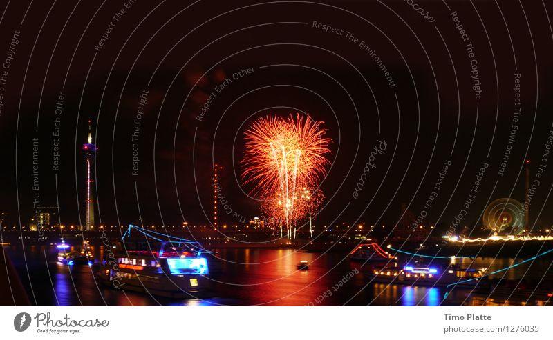 Feuerwerk Rheinkirmes 01 Stadt Wasser Brücke Flussufer Jahrmarkt Nachtleben Hafenstadt Nachthimmel Düsseldorf Fähre Passagierschiff